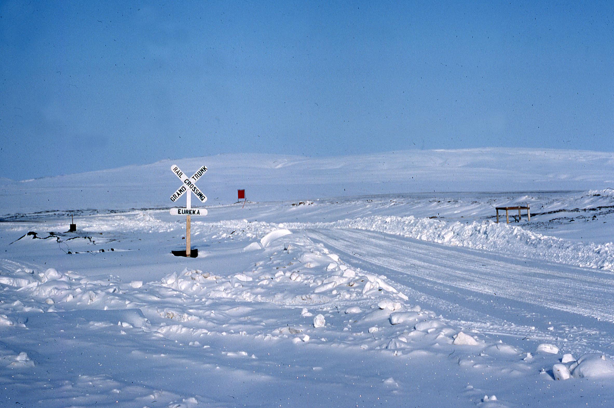 Eureka, Nunavut, humour arctique / Arctic humour; 051-09_1983-05-xx-R.jpg