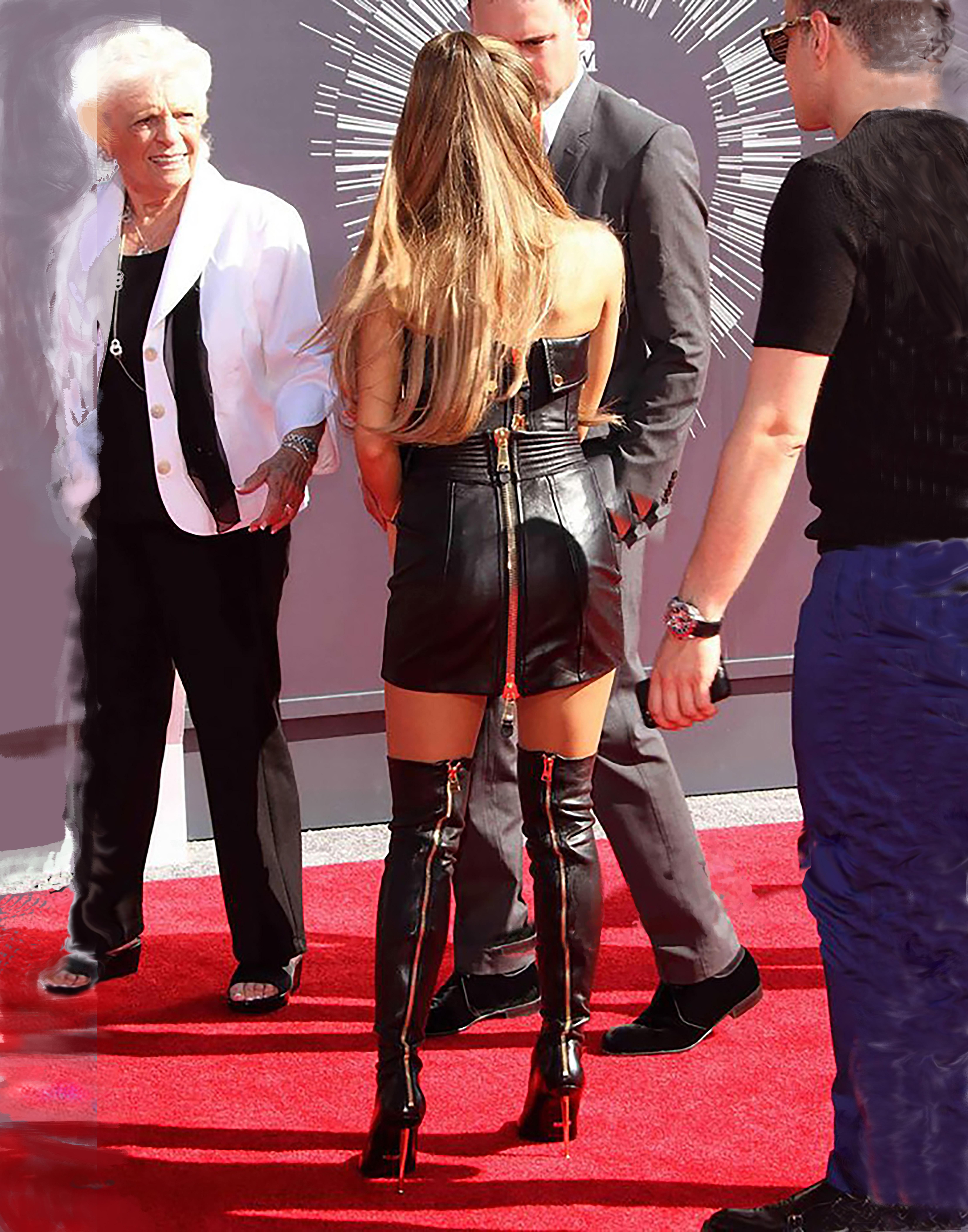 Ariana Grande 22-28